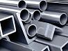 Muncitori la Fabrica de producere a profilelor metalice
